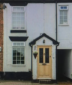 Charming 2 bedroom cottage - Lymm