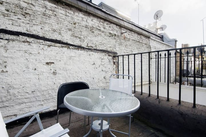 Terrace Single Apt In Paddington P7