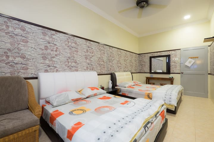 Ardour Lodge by the beach‐Napoleon - Tanjung Tokong - House
