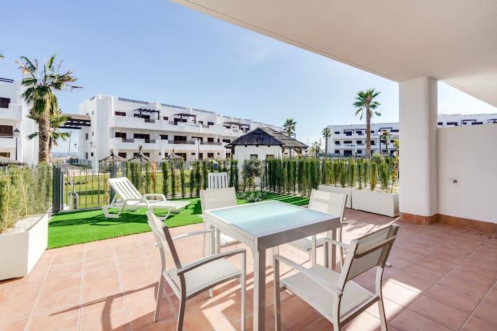 Appartement neuf (MF) accès direct piscine,proche