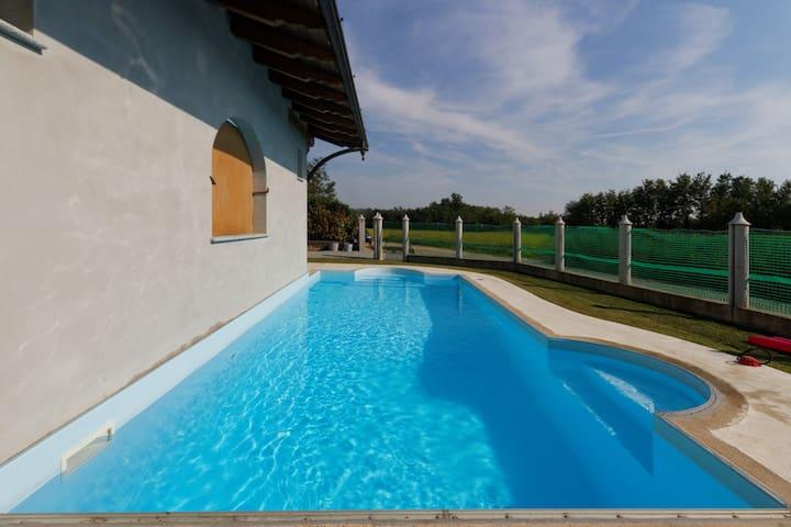 Accogliente villetta con piscina ❤ - Mottalciata - House