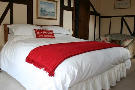 Red Ley B & B near Hay King bed E/S - Letton