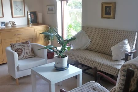 Bright Twin-bedded room with ensuite and sea-view - Bangor