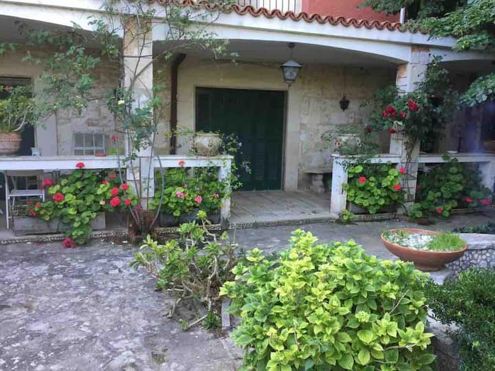 Villa Claudia: a due passi da mare e aeroporto!