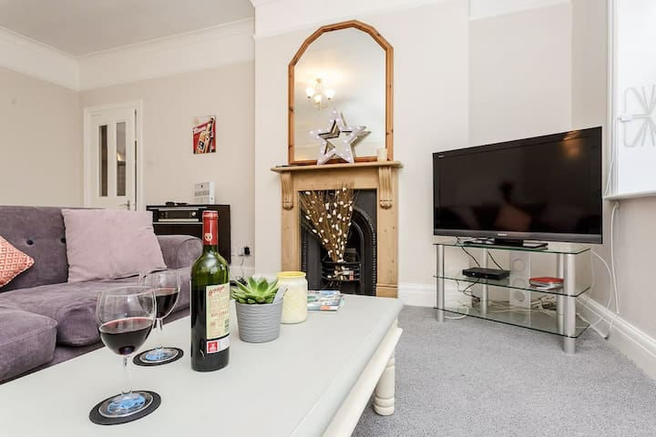 Stylish flat central Southsea 5 mins to seafront