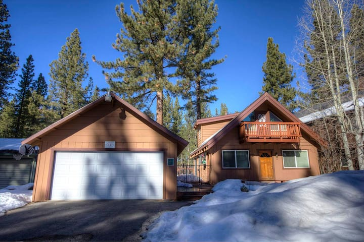 Tahoe Chalet in Center of South Lake Tahoe - City of South Lake Tahoe - Huis
