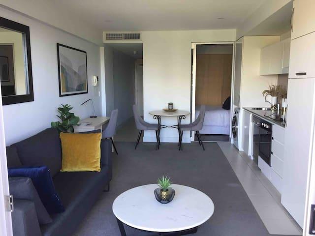 Gorgeous Glenelg Apartment