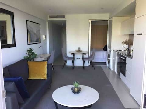 Glenelg beachfront Oaks Hotel apartment