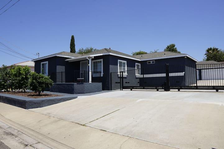 SDairbnb 3BR/2BA Main House Homestay Self Check-in