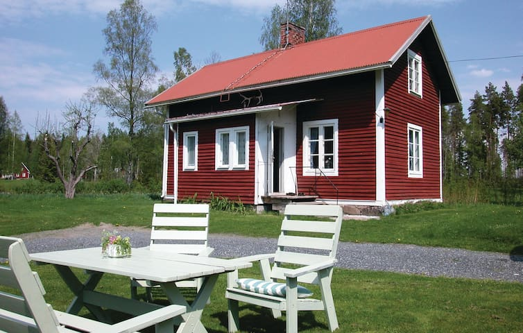 Holiday cottage with 2 bedrooms on 50 m² in Nora