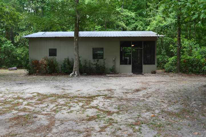 Cabin with access to Ichetucknee/Santa Fe Rivers