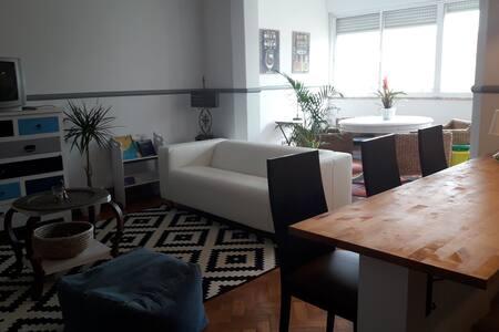 Algés Rooftop 6 rooms Apartment