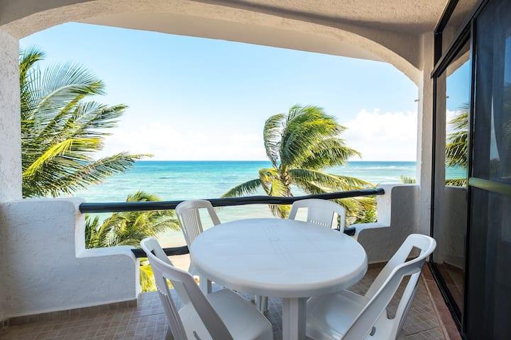 Luna Azul #7- Beachfront Penthouse- View, AC, Wifi
