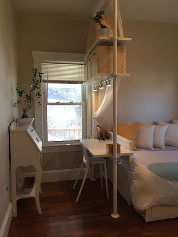 Calm and Cozy Room by the city! - Medford - Apartment