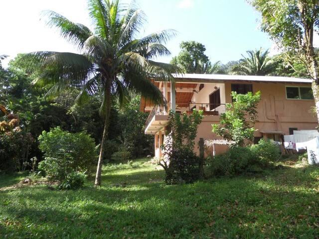 Scenic River House in La Ceiba, HN - La Ceiba - Huis