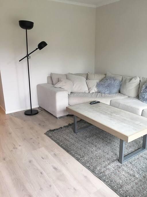 Stor sofa som også kan brukes til overnatting