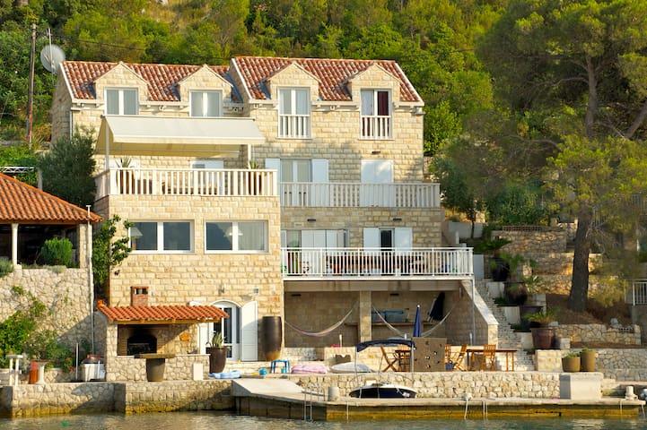 Villa Kobas - Broce - Dom