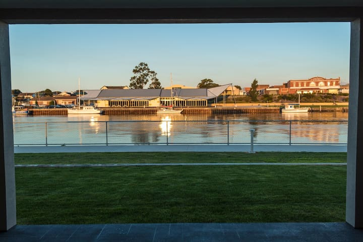 Ulverstone Waterfront Apartments - River View
