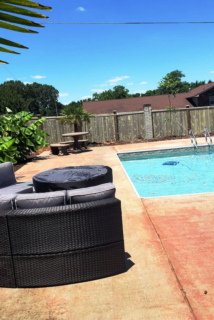 Beautifully Furnished w/ Pool & Fenced in Yard!!!