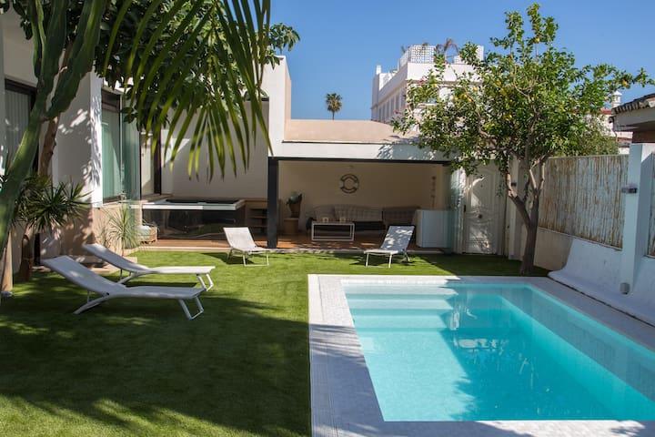 Villa lujo, Jacuzzi y piscina a 300m de la playa