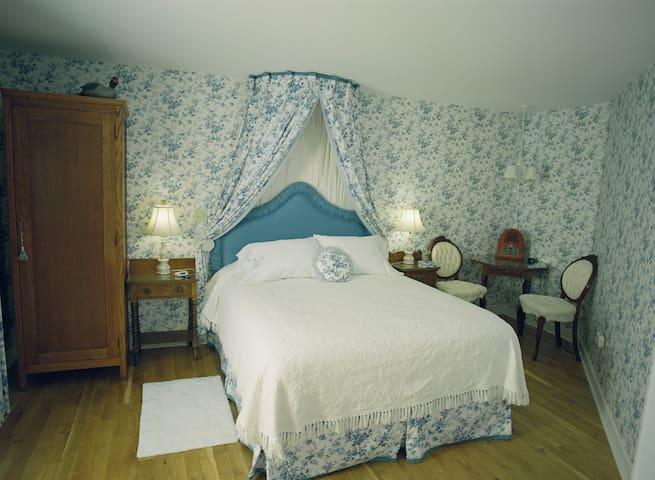 The Olympic Room - The Inn at Mallard Cove