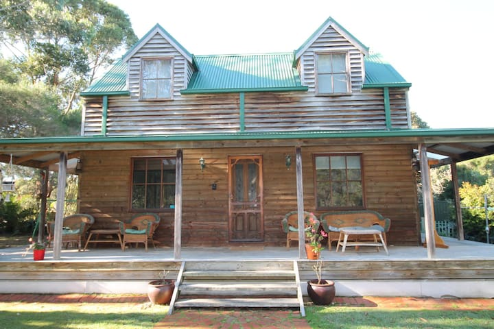 Pelican Point Waratah Bay - 3 Bedroom, 1 Bathroom, sleeps 7