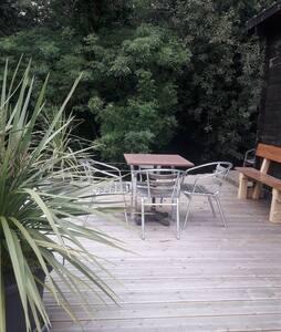 Chalet dans la nature . Vacances sur île d'oléron