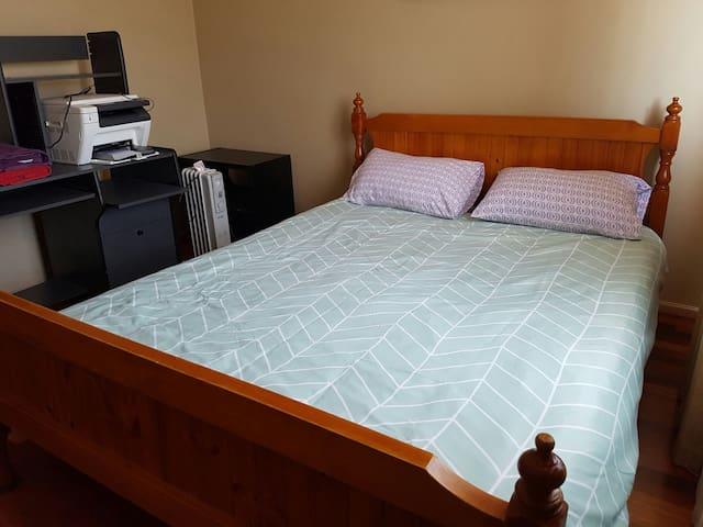 Queen size bedroom upstairs with Parking