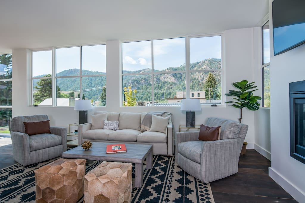 Living Room with Baldy View