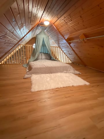 Loft bed, full size