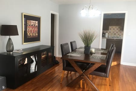 Updated 2BD Apartment in Convenient CLE Location