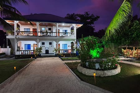 Pawikan Resort (Superior Room)