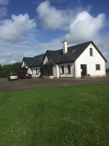Family Home with family rooms in the country - South Tipperary - Kollégium