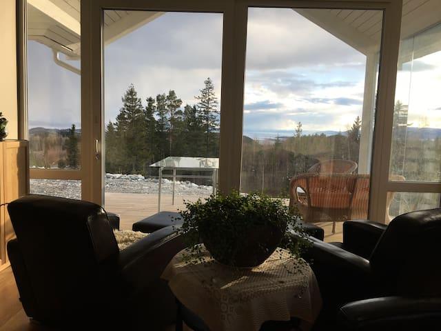 Ny villa med panoramautsikt - Frosta - Dům