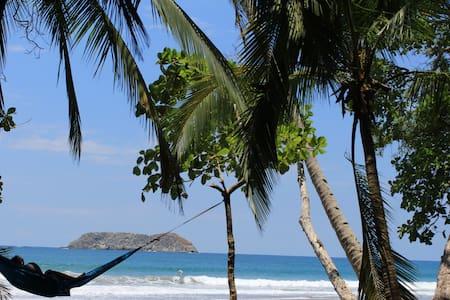 Beachpacker Manuel Antonio - Private Double Room - Quepos