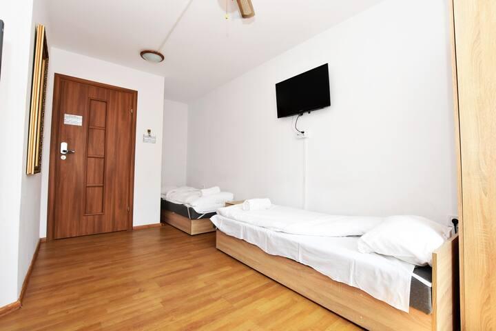 DUKES Hostel pokój z widokiem na miasto /FVAT/8