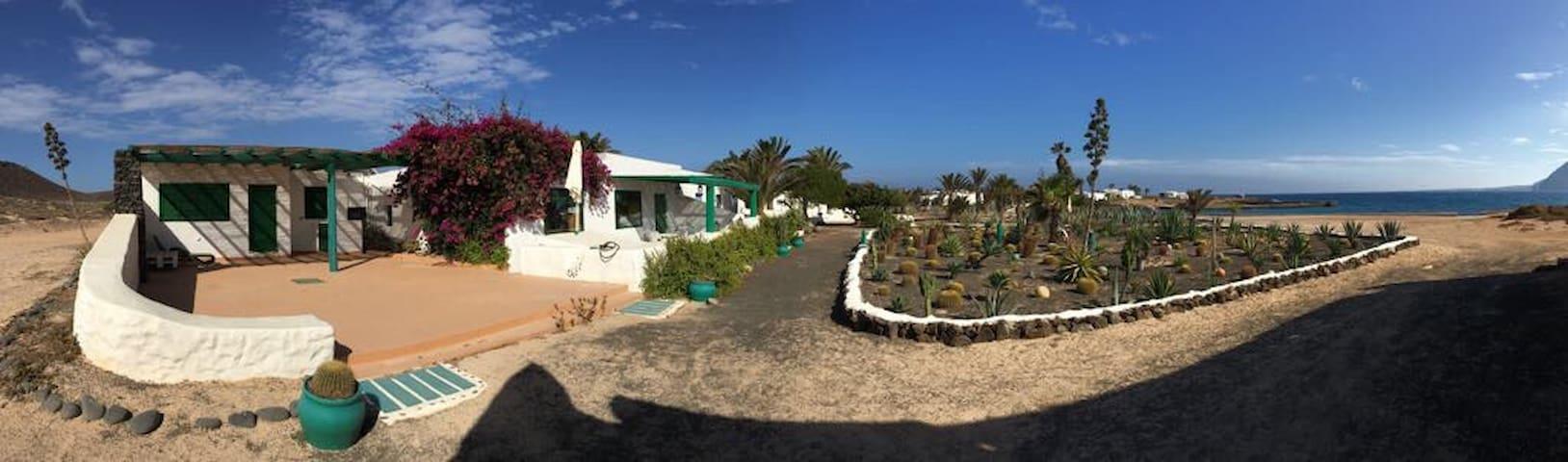 Seaside house in La Graciosa