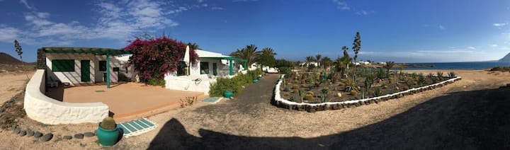 Seaside house in La Graciosa