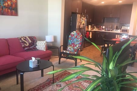 Private room&bath in modern apt 2 min walk to BART