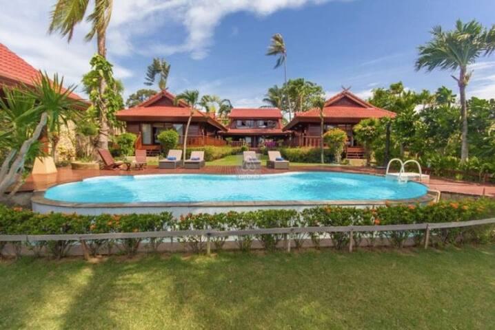 5BR Beachfront Villa Bangrak ~ Thai Style