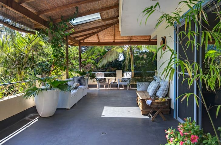 3 rooms in large house in Byron Bay