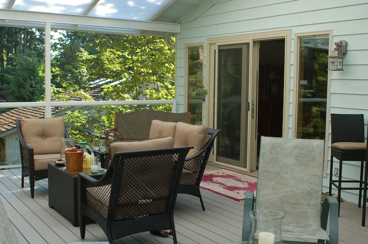 Backyard paradise in suburbs - Bothell - Rumah