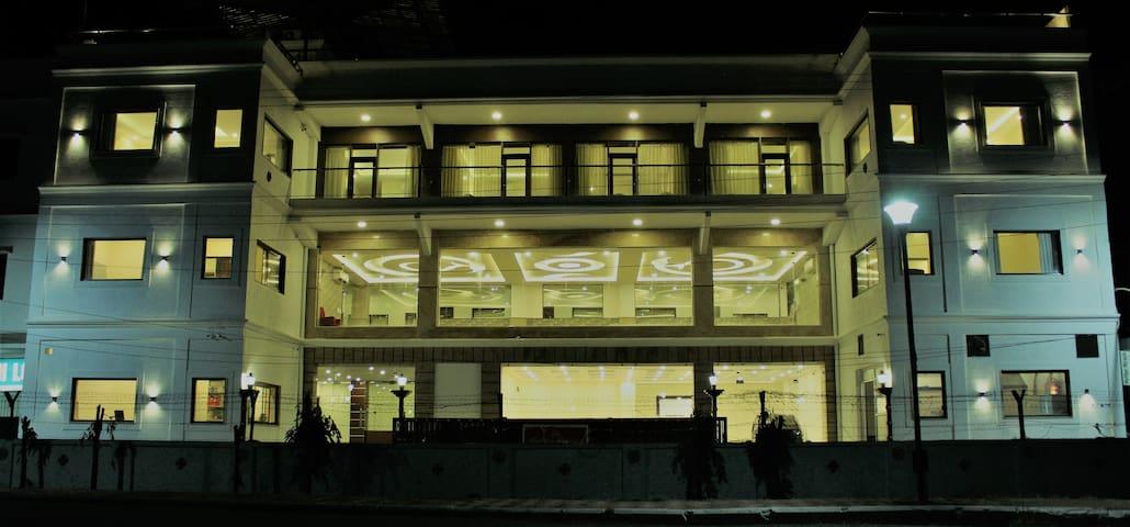 Hotel Indira Nikunj, Rishikesh