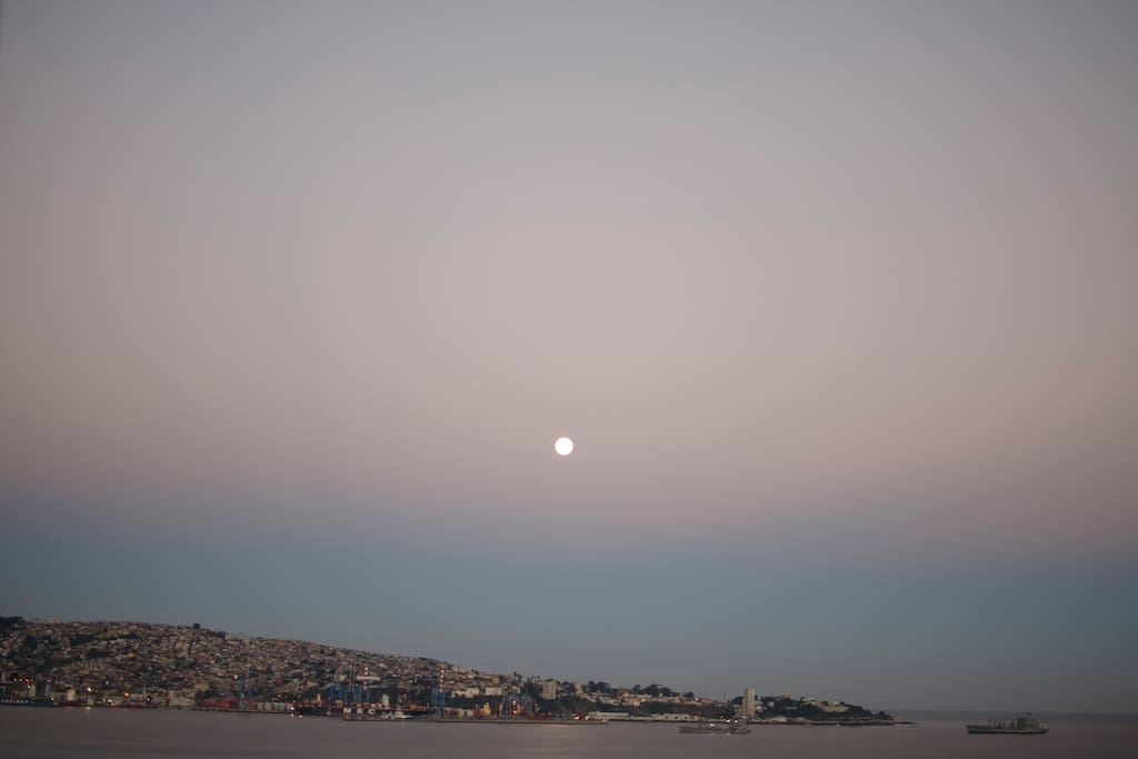 Luna en el mar. Moon. A lua e o mar.
