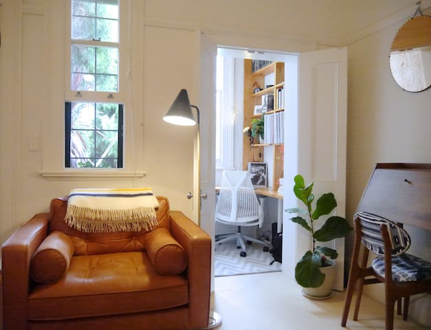 Leafy terrace apartment with pool, near Newtown - Stanmore - Wohnung