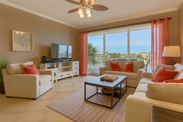 Waterfront w/ Spacious Balcony, Gourmet Kitchen & New Furniture, Wi-Fi & Cable, W/D -203 Bay Harbor