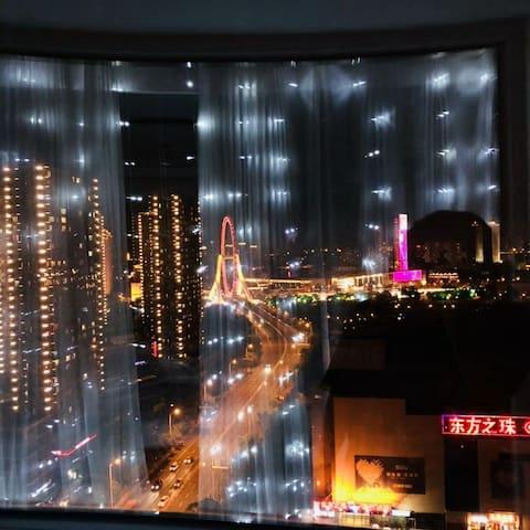 轻奢欧式公寓 可看到天津之眼 投影可看直播 民电抄表 用多少花多少 楼下路边收费停车位