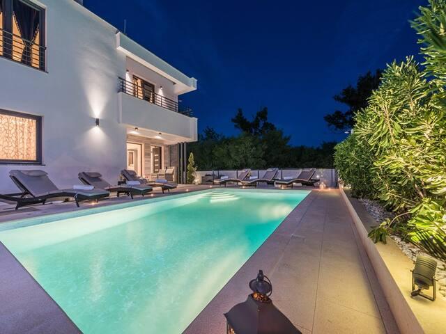 Villa Ana, luxury wellness villa with heated pool