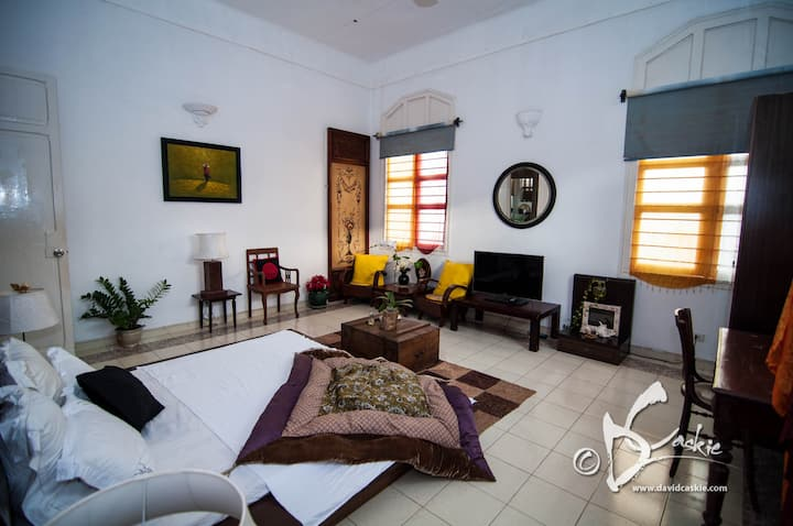 French Colonial Villa, 4 rooms in center of HCMC