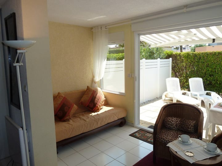 APARTMENT ON THE GROUNDFLOOR 450M FROM THE SEA AND SHOPS, PARKING PLACE AND SWIMMING POOL - CAP D'AGDE - ref PERLE 3